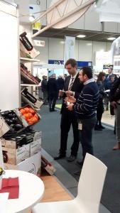 Fruit Logistica Berlin Verkäufer im Gespräch